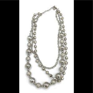 Silvertone fashion necklace Case 1 (828)